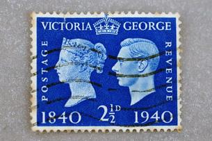 切手 stamp イギリス  ビクトリア ジョージ VICTORIA   GEORGE 100年 old stamp England    趣味 コレクション 収集の写真素材 [FYI04300365]