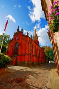 ラトビア旧市街の教会の写真素材 [FYI04300723]