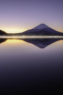 富士の夜明けの写真素材 [FYI04300927]