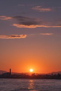函館の街に沈む夕日の写真素材 [FYI04300945]