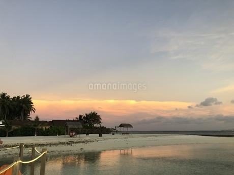 夕日に照らされた雲の写真素材 [FYI04301164]
