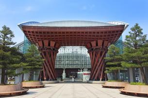 金沢駅の鼓門の写真素材 [FYI04301456]