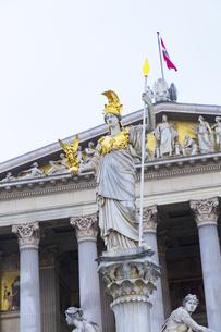 女神アテナ像 オーストリア国会議事堂 ウィーンの写真素材 [FYI04302076]