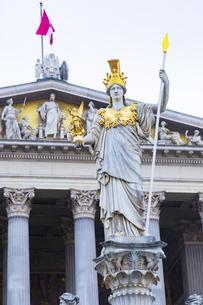 女神アテナ像 オーストリア国会議事堂 ウィーンの写真素材 [FYI04302078]