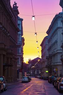 朝焼けのウィーン旧市街 オーストリアの写真素材 [FYI04302097]