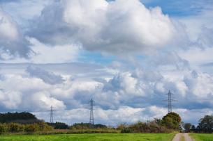 雲の多い日の写真素材 [FYI04302232]