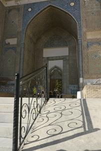 モスクのシルエット ウズベキスタンの写真素材 [FYI04302343]