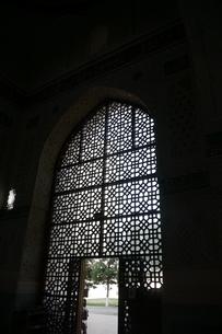 モスクのシルエット ウズベキスタンの写真素材 [FYI04302345]