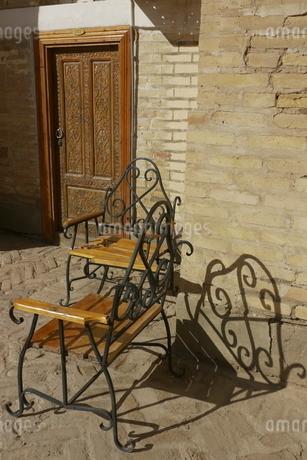 椅子とシルエット ウズベキスタン ブハラの写真素材 [FYI04302348]