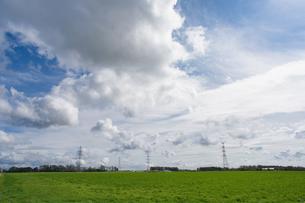 雲の多い日の写真素材 [FYI04302546]