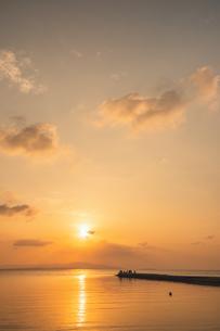 竹富島西桟橋夕景の写真素材 [FYI04302597]