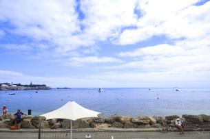 オーストラリア・西オーストラりア州のフリーマントルから沖合約18kmのインド洋に浮かぶ小島ロットネスト島から見た雲と沢山のボートの光景の写真素材 [FYI04302669]