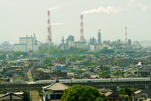 八代市街地を走行する九州新幹線の写真素材 [FYI04302912]