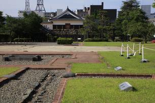 現存する日本最古の五重天守の松本城 日本100名城 二の丸御殿址の写真素材 [FYI04303500]