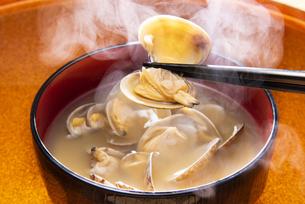 アサリの味噌汁の写真素材 [FYI04303545]