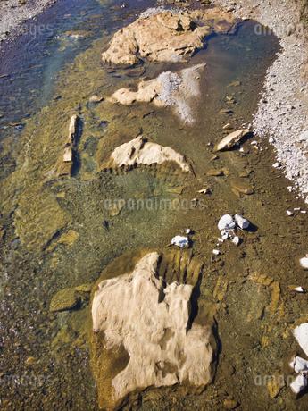 八王子市 鶴巻橋よりあさ川の化石層を眺めるの写真素材 [FYI04303636]