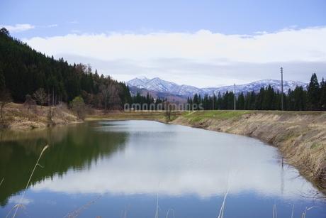 雪国の春の里山風景の写真素材 [FYI04303966]