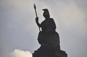 ロンドン、オールド・ビリングスゲートのブリタニア女神坐像の写真素材 [FYI04303982]