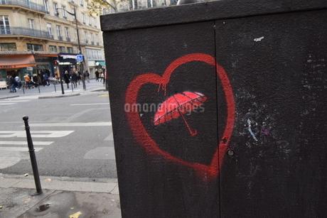 ロマンチックなパリのグラフィティの写真素材 [FYI04303989]