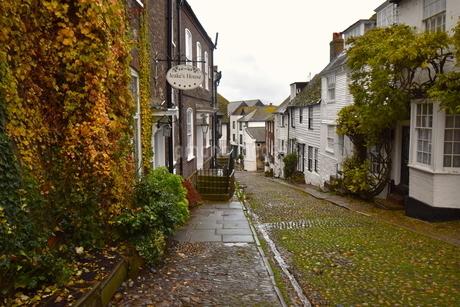 中世の石畳の通り「マーメイド・ストリート」の写真素材 [FYI04303992]