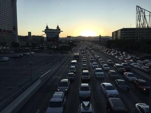 ラスベガス 夕方 車の写真素材 [FYI04304253]