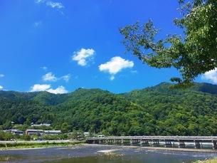京都 嵐山 渡月橋の写真素材 [FYI04304255]