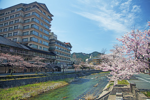 春のあつみ温泉の写真素材 [FYI04305164]
