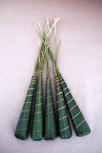 端午の節句の男の子の日に食べるちまき  cake wrapped with bamboo leaves  Japanese style confectionの写真素材 [FYI04305425]