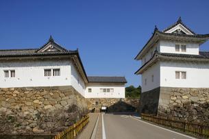 日本100名城の彦根城 重要文化財の沢和口多聞櫓と開国記念館の写真素材 [FYI04305614]