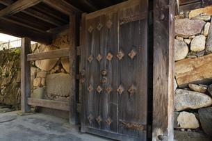 日本100名城の彦根城 重要文化財の太鼓門櫓の門の写真素材 [FYI04305619]