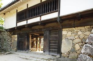 日本100名城の彦根城 重要文化財の太鼓門櫓の門の写真素材 [FYI04305621]