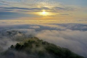 雲海の空撮の写真素材 [FYI04305685]