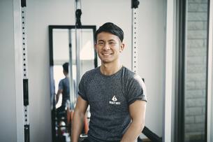 トレーニングウェアを着た日本人男性の写真素材 [FYI04305950]
