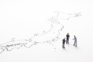 日本地図とビジネスマンの写真素材 [FYI04305999]