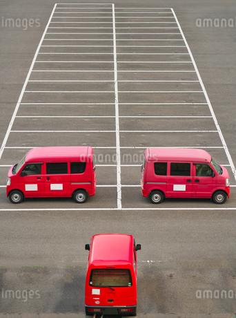 駐車場のソーシャルディスタンスの写真素材 [FYI04306087]