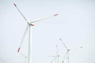 空と風力発電の写真素材 [FYI04306340]
