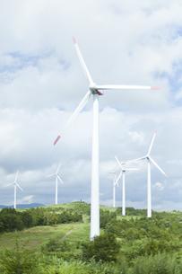 空と風力発電の写真素材 [FYI04306347]