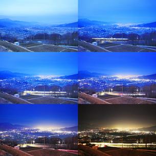 姨捨駅付近から望む長野方向の夜景とJR篠ノ井線の電車の軌跡の写真素材 [FYI04306615]
