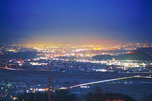 姨捨駅付近から望む長野市方向の夜景の写真素材 [FYI04306651]