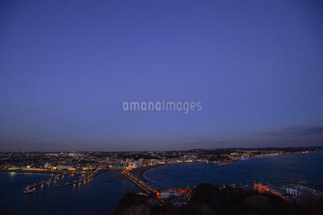 江の島からみた街並みの写真素材 [FYI04306907]