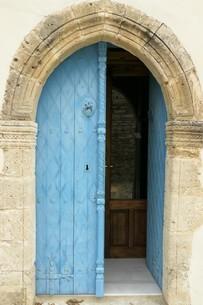 ブルーのドア 青い扉 キプロスの写真素材の写真素材 [FYI04306955]