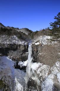 冬の奥日光 日本の滝100選の華厳の滝 の写真素材 [FYI04307228]