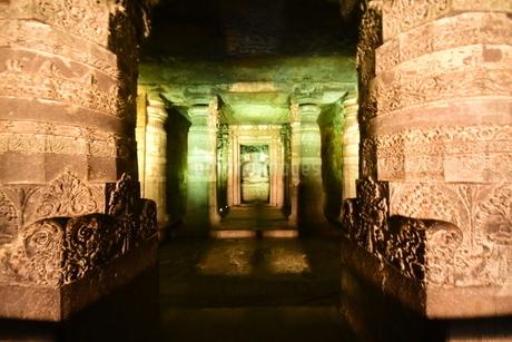 インドのとある遺跡にて(アジャンター)の写真素材 [FYI04307747]