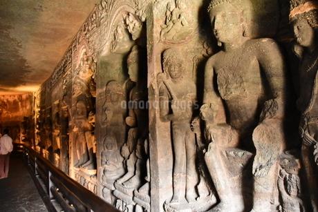 インドのとある遺跡にて(アジャンター)の写真素材 [FYI04307754]