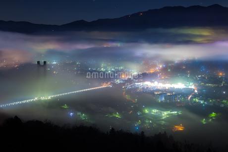 七色の雲海夜景の写真素材 [FYI04307909]