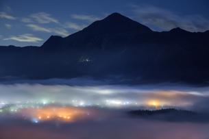 雲海夜景の写真素材 [FYI04307910]