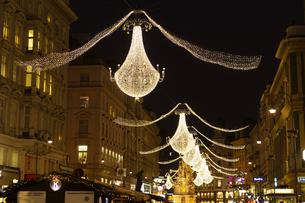 グラーベンのクリスマスイルミネーション ウィーン  オーストリアの写真素材 [FYI04308026]