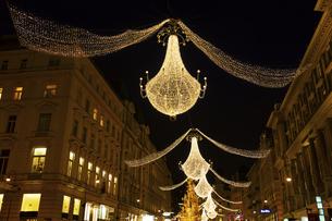 グラーベンのクリスマスイルミネーション ウィーン  オーストリアの写真素材 [FYI04308027]