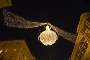 グラーベンのクリスマスイルミネーション ウィーン  オーストリアの写真素材 [FYI04308028]