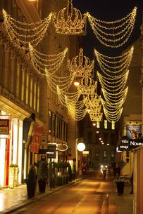 ウィーン旧市街 クリスマスイルミネーション オーストリアの写真素材 [FYI04308029]